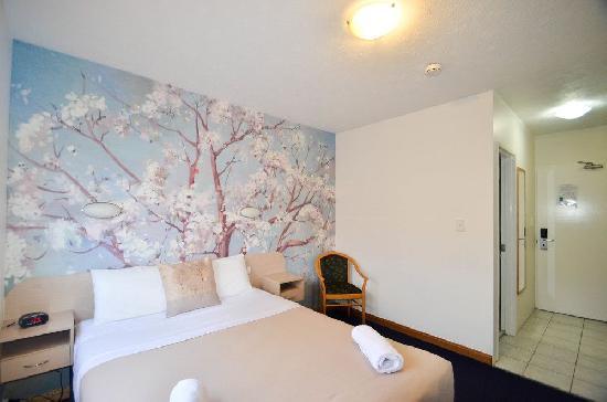 Queen Hotel Room No Cancel